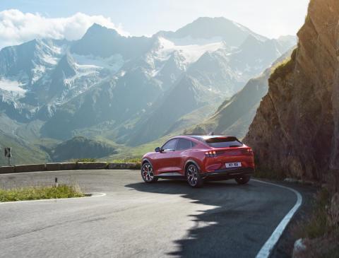 Ford Mustang Mach-E kan ladda 12 mil på tio minuter