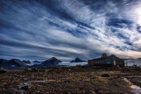 Vackert belägen Rabothytte i Nordnorge