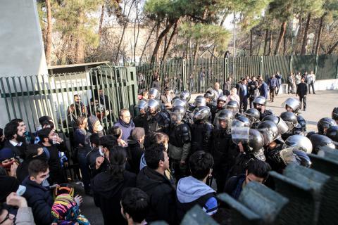 Efter de blodiga demonstrationerna – nu måste Iran utreda dödsfallen