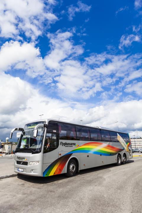 Flygbuss med blå himmel