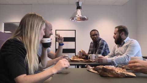 Webbserien Ingenjör möter Ingenjör vill minska glappet mellan näringslivet och högutbildade nyanlända