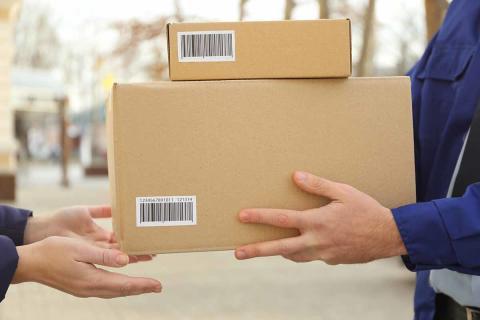 Ny undersökning: Konsumenters ovilja att betala för frakt gör att detaljhandeln måste hitta nya vägar – Click & Collect på stark framfart