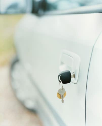 Asenne ja ajoneuvovalinnat tasapainottavat iäkkäiden autoilijoiden vahinkoriskiä