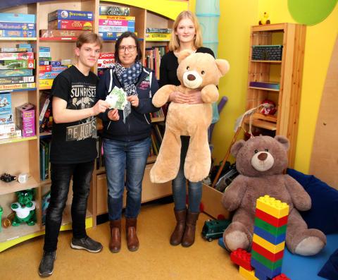 Geschwister-Scholl-Gymnasium in Taucha veranstaltet Weihnachtsmarkt für Bärenherz