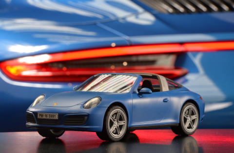Innovatives Lichtkonzept: Porsche 911 Targa 4S von PLAYMOBIL