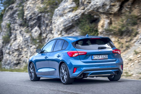 FORD_2019_FOCUS_ST_Performance_Blue_22