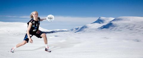 Basketproffs deltar i snöbollskrigets SM