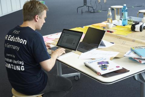 Mit virtueller Realität in der Schule lernen:  Samsung Electronics GmbH und Cornelsen starten zukunftsweisendes VR-Pilotprojekt für Naturwissenschaften