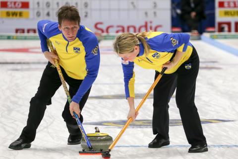 Curling: Bra svenskt spel säkrade första vinsten i VM