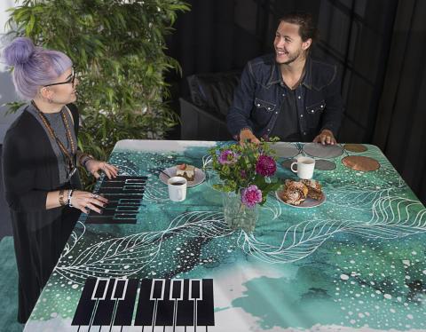 Världens första spelande bordsduk