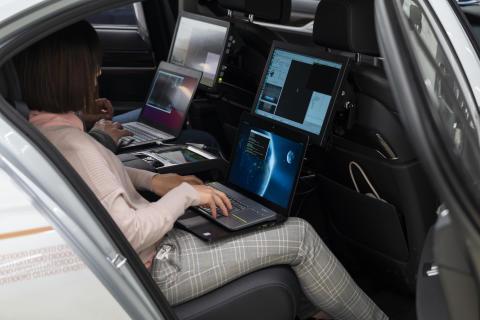 P90300102_highRes_autonomous-driving-c