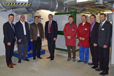 Bayernwerk Natur und Krankenhaus in Zwiesel nehmen Kraft-Wärme-Kopplungsanlage in Betrieb – jährlich 300 Tonnen CO2-Einsparung