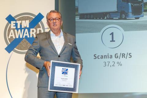 Peter Hornig mit der Auszeichnung Best Truck 2019 für die Fernverkehrs-Lkw von Scania