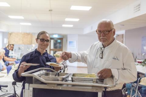 Matglädje när Mannerström gästade Attendos invigning i Halmstad
