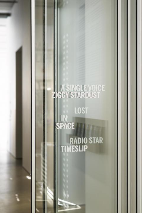 Susan Philipsz, interiörbild från utställningen Lost in Space, 2017 (Bonniers Konsthall)