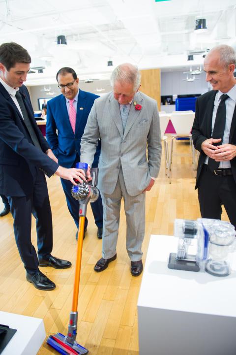 Prince Charles a visité le Dyson centre de technologie Singapore