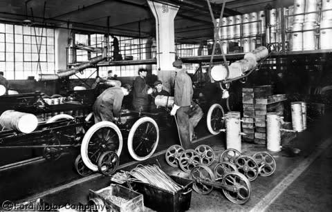 Ford feirer 100 års jubileum siden de fant opp det bevegelige samlebåndet