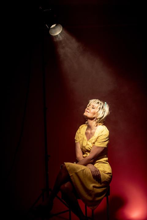 """Sverigepremiär för Maria Lundqvist i den hjärtvärmande komedin """"Shirley Valentine"""" på Maximteatern den 31 mars 2017!"""