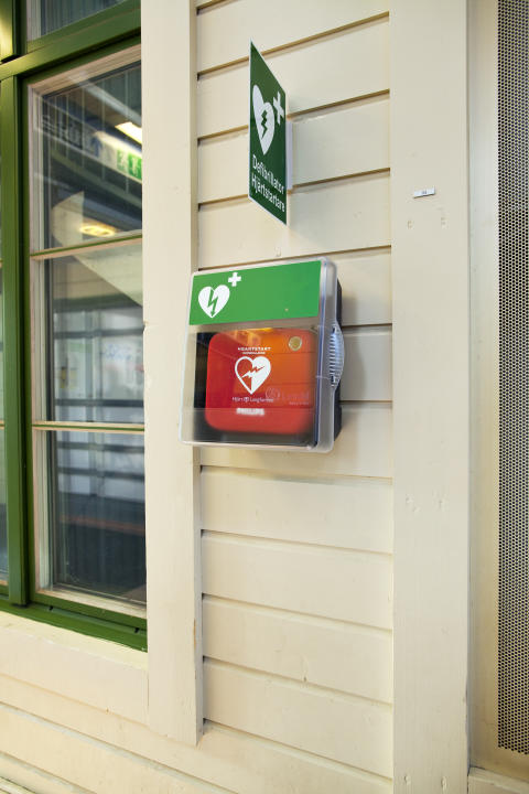 Hjärtstartare installeras på regionaltågen i Mellansverige