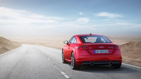Audi TT Coupé (tangorød) statisk bagfra