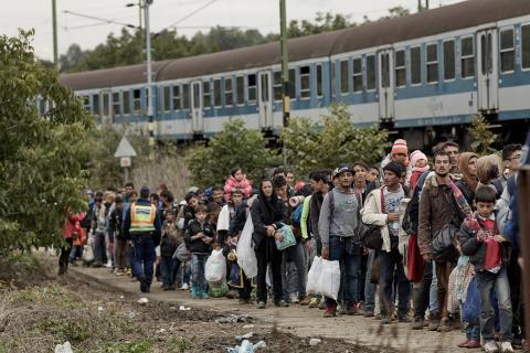 Amnestys årsrapport  2015: De mänskliga rättigheterna är under attack!