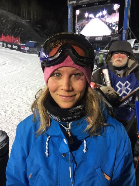 Kjersti fikk en blåveis etter et ublidt møte med landinga - men var ved godt mot etter konkurransen. Foto: Snowboardforbundet