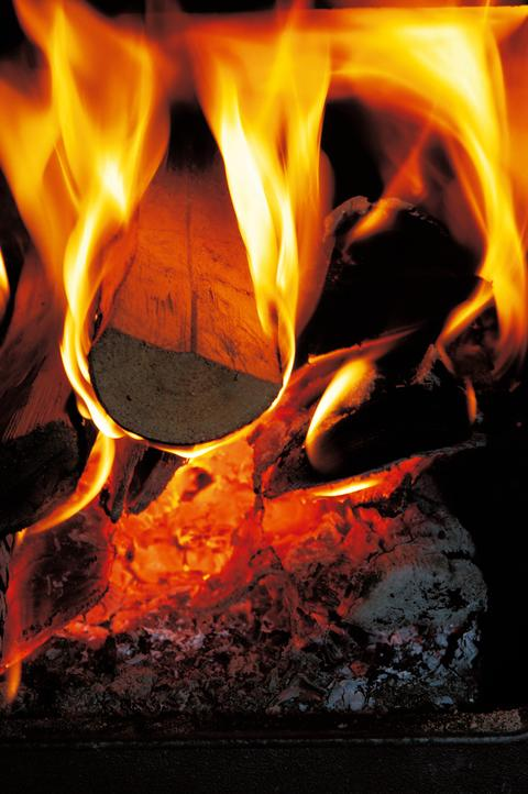 På de kaldeste dagene er det ingenting som kan erstatte den gode varmen fra vedfyring i ovn eller peis.