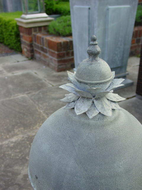 Ball finial with leaf