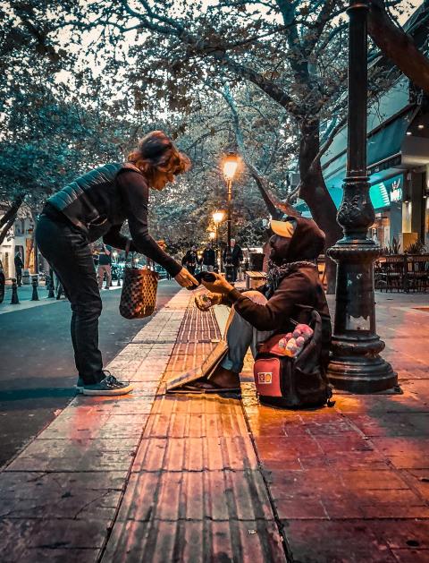 E-commerce dona 5000 calzini ai senzatetto in tutta Europa