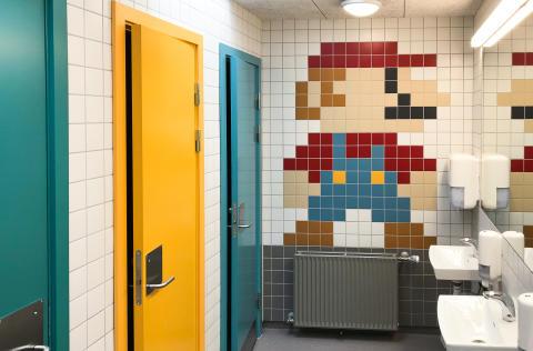 Skovvangskolens nye toiletter i farver