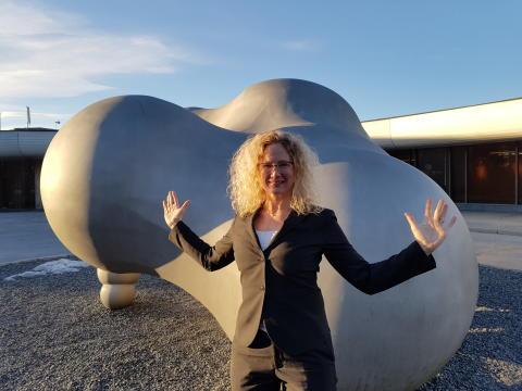 En fornøyd direktør Tone Hansen ved Henie Onstad Kunstsenter