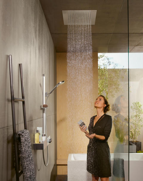 hansgroheRaindanceE_OverheadShower_People02