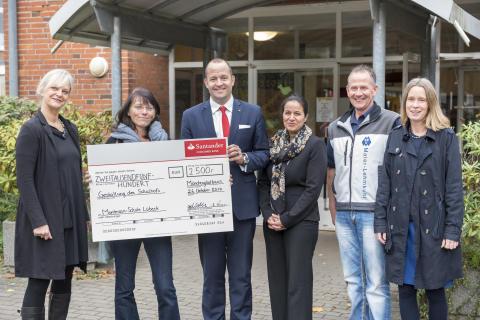 Bild Spendenübergabe Santander Select in Lübeck