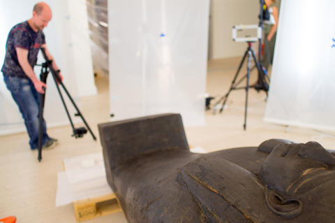 Unwrap a real mummy – Museum visitors explore historic artifacts using state of the art 3D reality capture and visualization technology