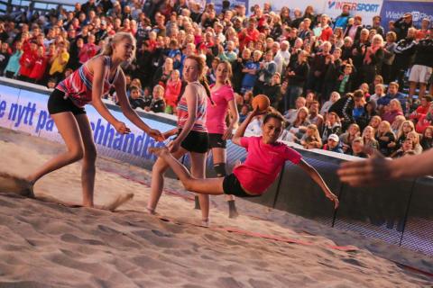 AB Kristianstadsbyggen och Länsförsäkringar Göinge-Kristianstad bjuder hyresgäster på beachhandboll
