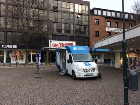 Beratungsmobil der Unabhängigen Patientenberatung kommt am 2. August nach Aachen.