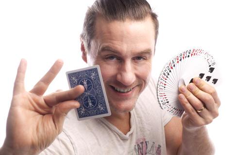 Efterlängtad trolleribok för unga magiker