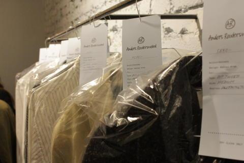 Klädkollektionen Anders Reuterswärd som utvecklats i samarbete med Behnaz Aram, modedesigner och teaterkostymör