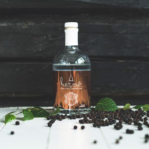 Ett sommarminne från Dala på flaska:  Hernö High Coast Terroir Gin 2017.