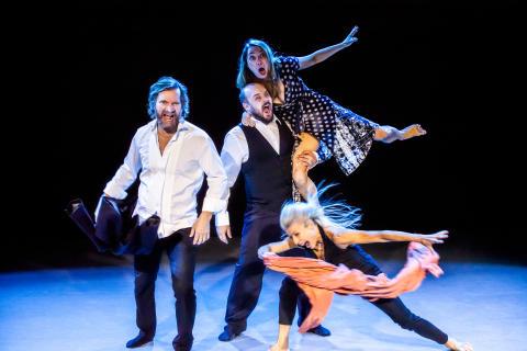 Charlotta Öfverholm levererar dans, cirkus, text, livemusik & fem 70+-are!