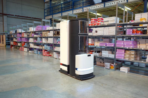 Der Roboter TORU im Einsatz bei FIEGE Logistik