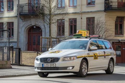 En pojke föddes i baksätet i Taxi Göteborgs bil