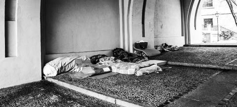 Utan hem, stöd och hjälp - debattkväll om hemlösas utsatthet för brott