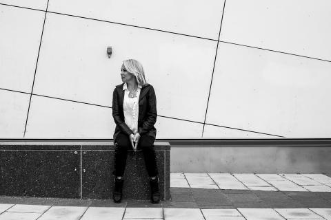 Louise Hoffsten ger sig ut på L-turné. Landar på Dunkers