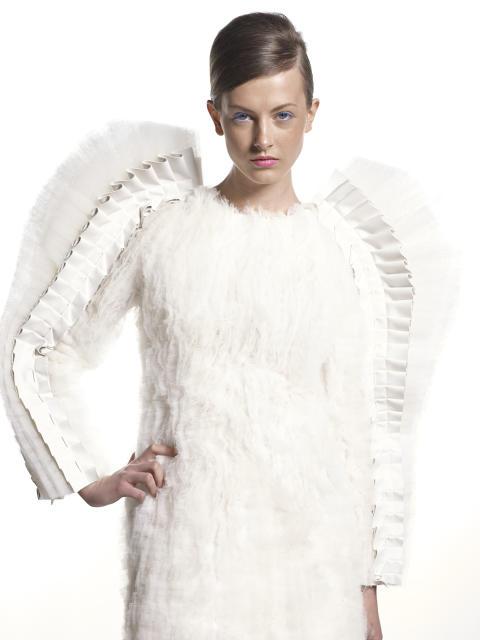 Mode, smycken och accessoarer från nio av Sveriges mest framträdande unga designers.
