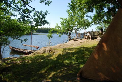 Vikingabåt under familjefestival Storholmen