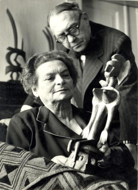 Carl og Amalie Kjersmeier med afrikansk skulptur