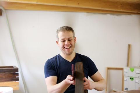 Tischlermeister Mathias Scheffel in seiner Werkstatt