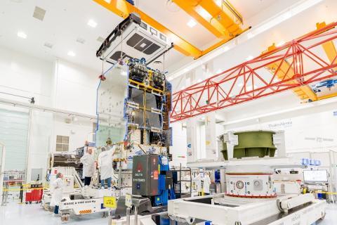 Eutelsat: compiuto con successo l'assemblaggio del payload del satellite KONNECT con la piattaforma di propulsione elettrica