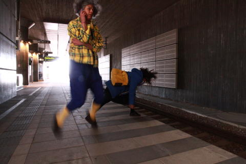 Platsspecifik dans i Hyllies betongdjungel
